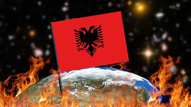 Queimando Bandeiras - Albânia