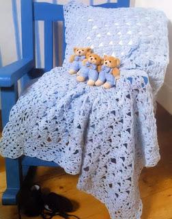 http://patrones-asgaya.blogspot.com.es/2012/11/manta-crochet-para-bebe_29.html