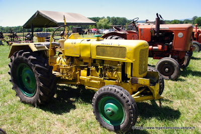 Tracteur agricole ancien Le Minitrac