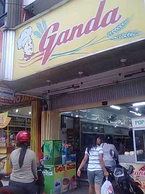 Toko Roti Ganda.