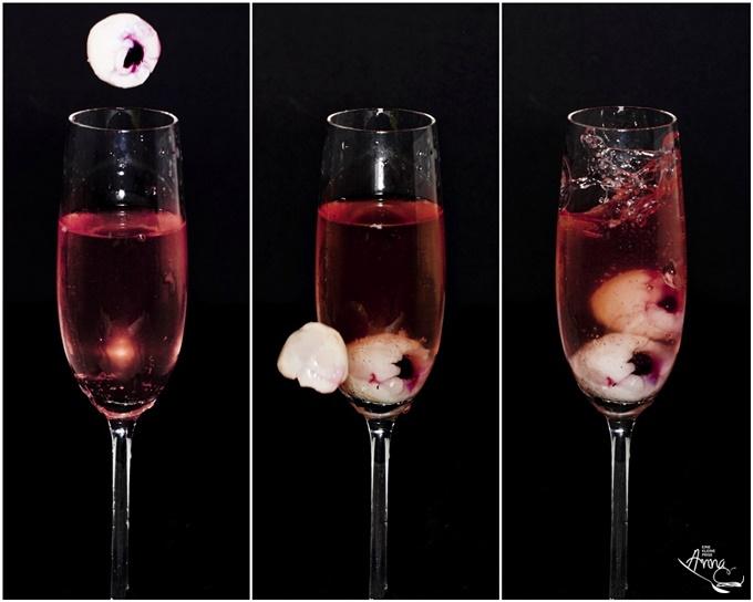 Serienaufnahme Prosecco mit Holunderblüten-Sirup und mit Blaubeeren gefüllte Litschi
