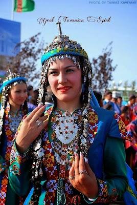 красавица туркменка на празднике