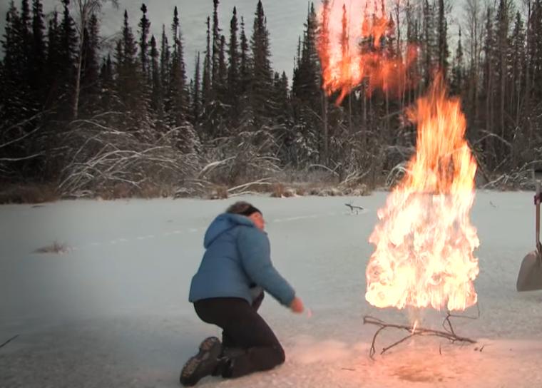 Alaska's Bubbling Lakes Naamloos