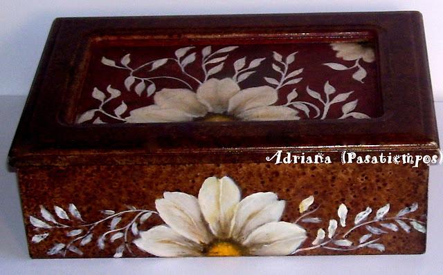 Caja de té, pintura decorativa sobre madera
