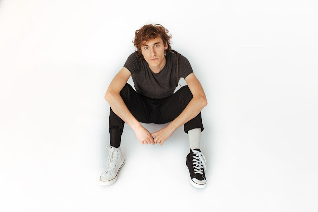 """Avec """"I Don't Want"""", Mathieu Saïkaly passe un message fort : l'avenir est à la jeunesse et c'est à elle de prendre les choses en main."""