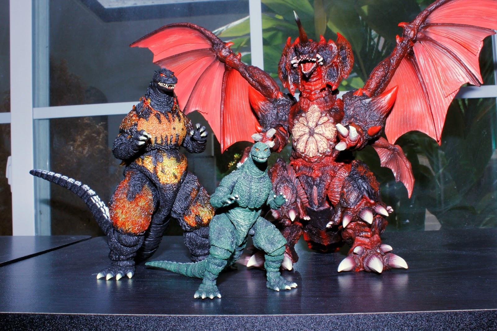 The Kaiju Planet Figure Review S H Monsterarts