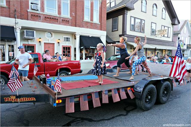 Desfile del 4 de Julio en Rockport: Yoga