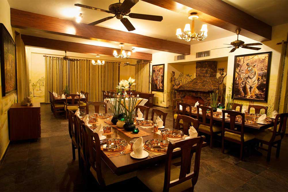 Top 12 reasons to choose best hotels in kanha national for Best hotel dining rooms