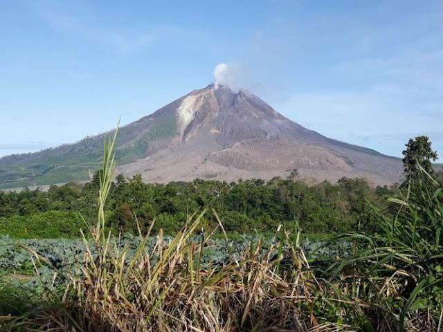 Aktivitas Gunung Sinabung Menurun, Status Masih Awas, Warga Tetap Dilarang Beraktivitas di Zona Merah
