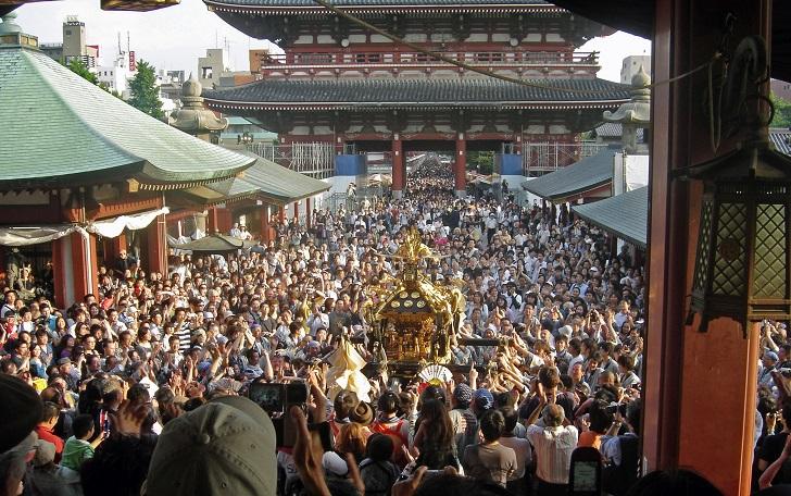 Video & Foto Festival Sanja Matsuri  Jepang Pemakai Tato Yakuza Pada Tampil