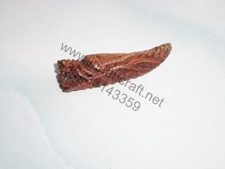 liontin kayu