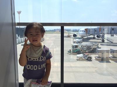 きょーこ写真:空港にて飛行機と