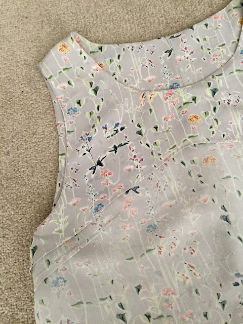 Diary of a Chain Stitcher: Liberty Spring Silhouette Print Silk Crepe de Chine Papercut Patterns Moana Top