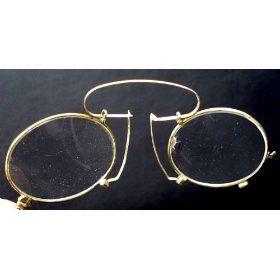 048ce2aa12a Esse óculos da Bulgari é todo feito a mão e disponível em varrias cores e  gemas preciosas.