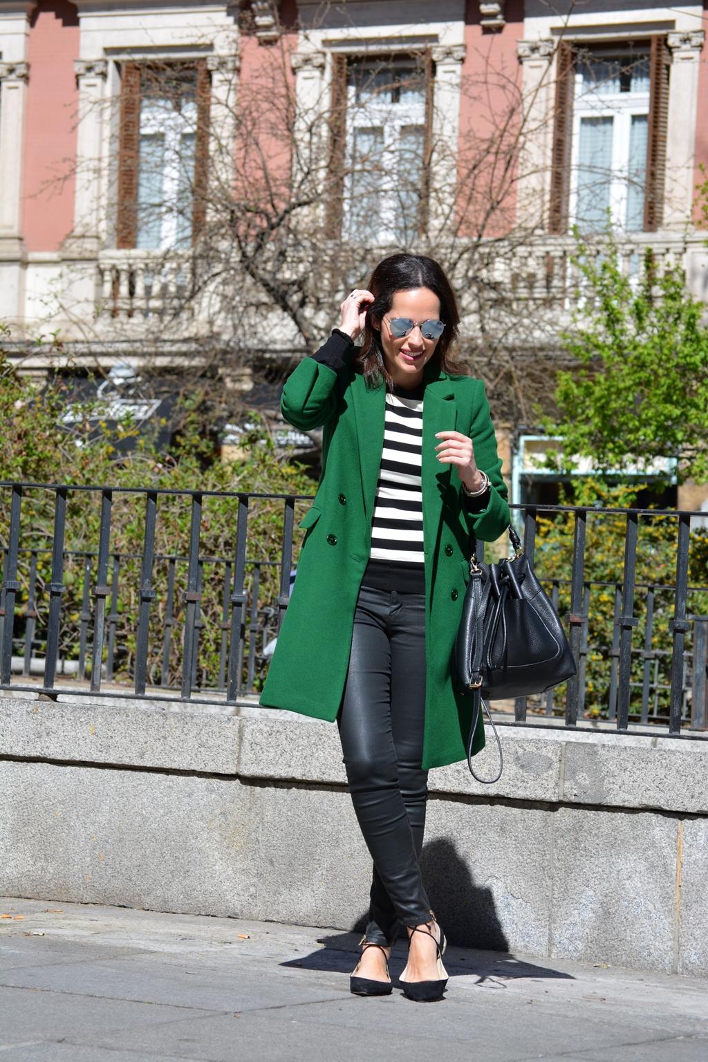 abrigo-verde-zara-outfit