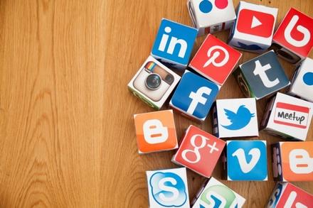 Media sosial bergotong-royong sangat bermanfaat kalau penggunaan nya dilakukan dengan benar 14 Tanda Kecanduan Media Sosial (Cara Mengatasinya)
