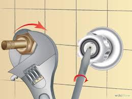 Todo para tu casa como reparar una fuga de agua de la for Como quitar una llave de regadera