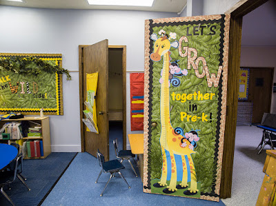 Love this jungle, animal, safari themed classroom!