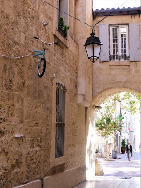 Montpellier, arco en la calles