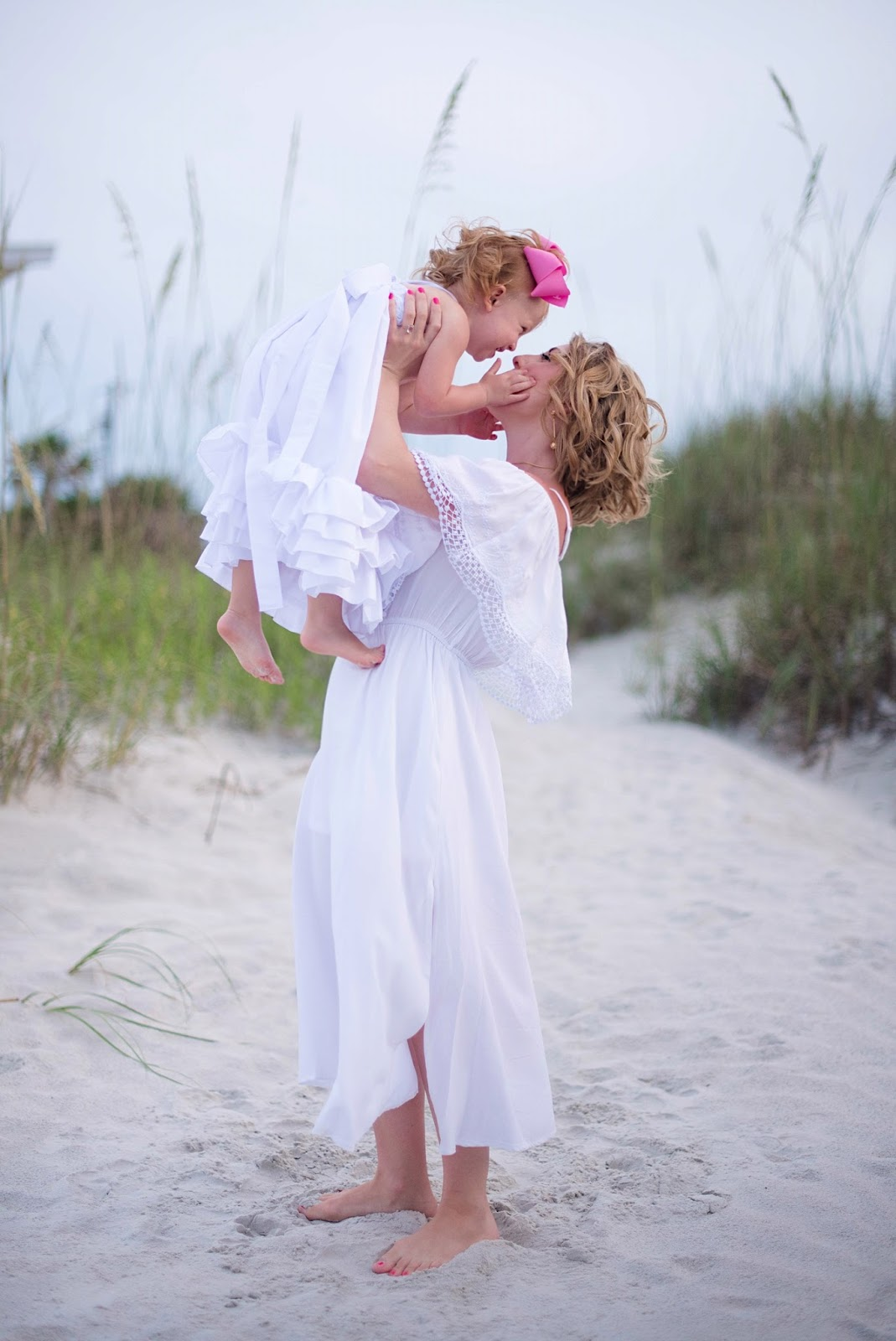 Mother & Daughter Beach Pictures - Click through to see more on Something Delightful Blog