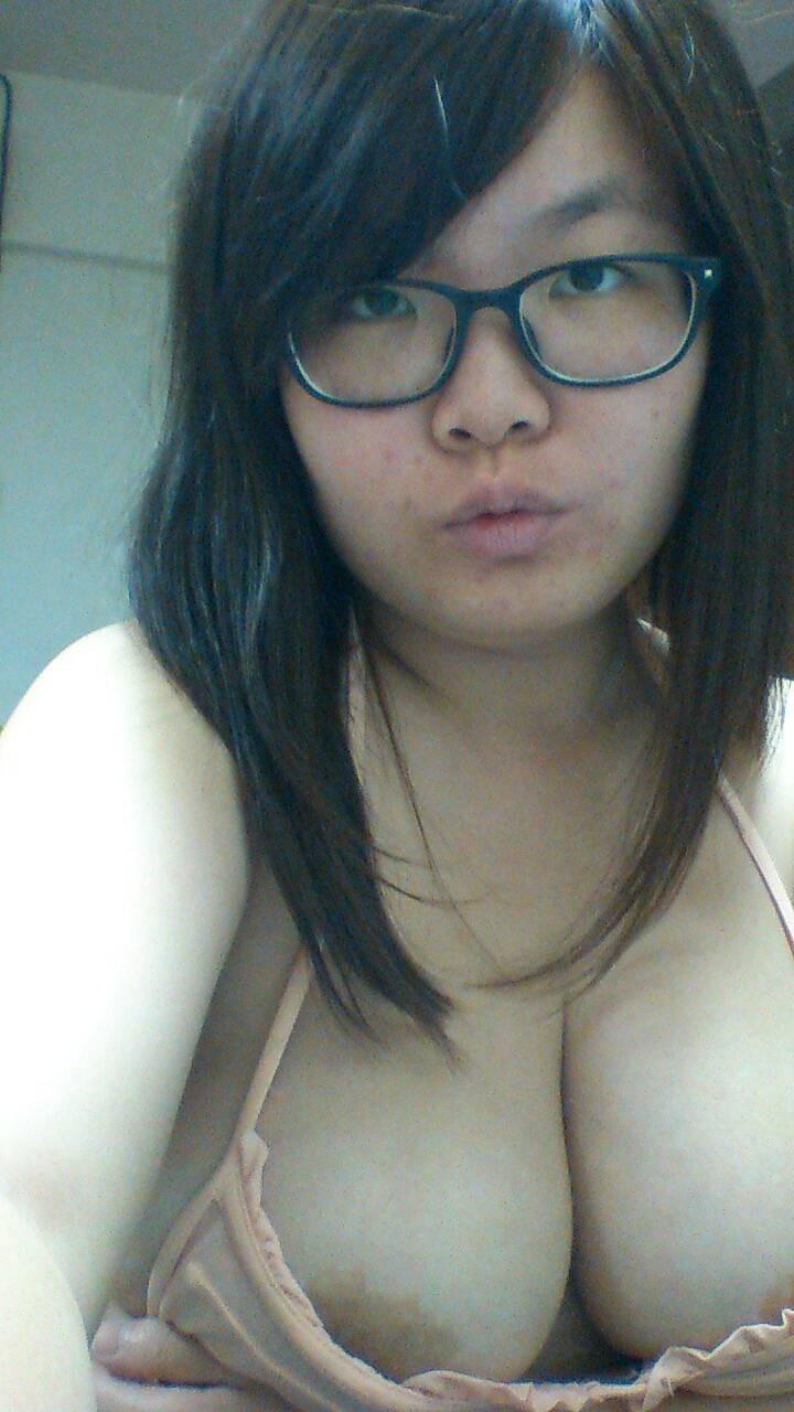 cewek china chubby toket gede suka berfoto bugil. Gambar bokep cewek cantik payudara gede memek jembut lebat suka ngemut kontol