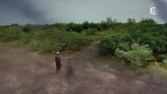 http://malijet.com/videos/actualite_en_video/177210-au-burkina-faso-un-homme-a-reussi-a-arreter-le-desert-revoyez-en.html