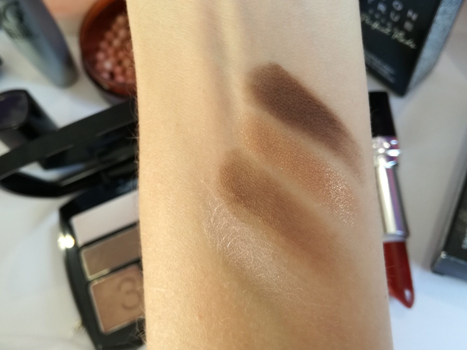 avon-True-Colour-Mocha-Latte-Eyeshadow-Quad-swatch