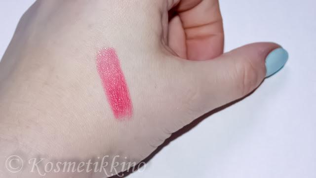 Review Lancôme Rouge in Love 159B Lippenstift Lipstick Swatch Photos Tragebilder Swatch on lips