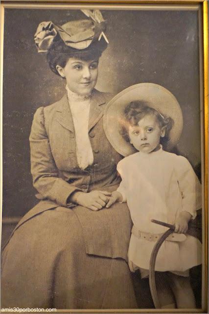Fotos Familiares de la Salita de Estar de la Mansión The Elms en Newport