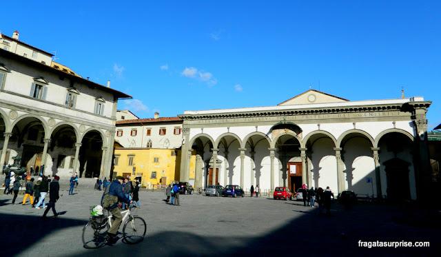 Fachada em pórtico da Basílica da Santissima Annunziata, Florença