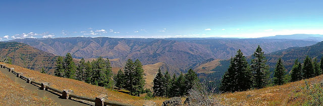 Hells Canyon straddles the Snake River far below...