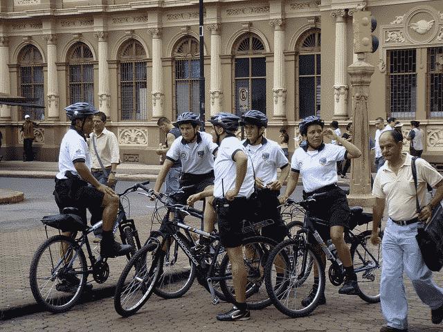 Polisi 'santai' Costa Rica