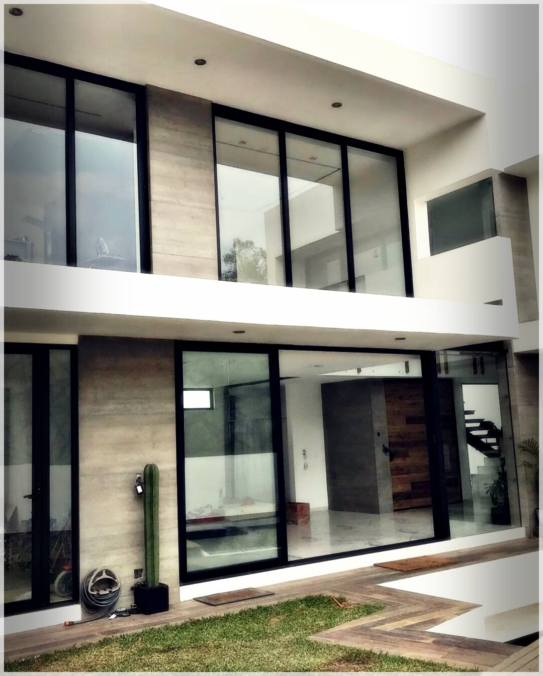 ModernHouse-18971122670