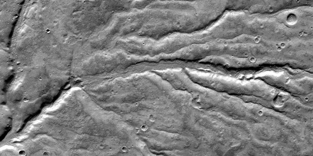 The angles of valley branches - here a section of the Warrego Valles region - on Mars are narrow and correspond to those of arid regions on Earth. (Image: NASA / JPL / ASU)