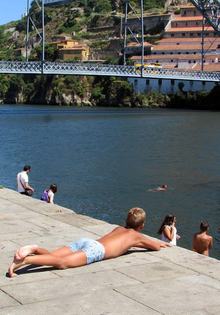 menino do rio no Porto