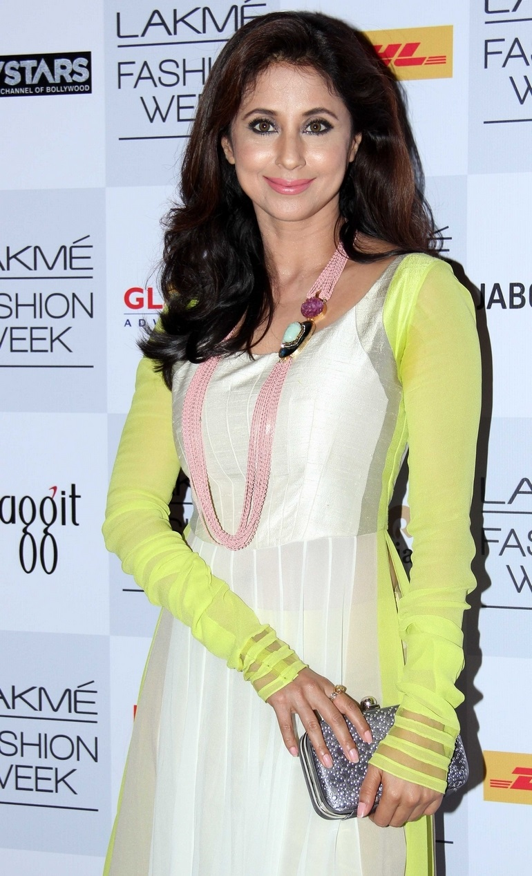 Indian Glamours Girl Urmila Matondkar Stills In White Dress At Lakme Fashion Week