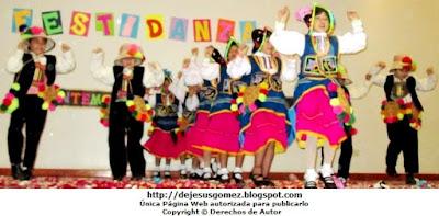 Coreografía del Carnaval de Moquegua (Tunasmarca) a cargo de niños de inicial. Foto de danza de Jesus Gómez