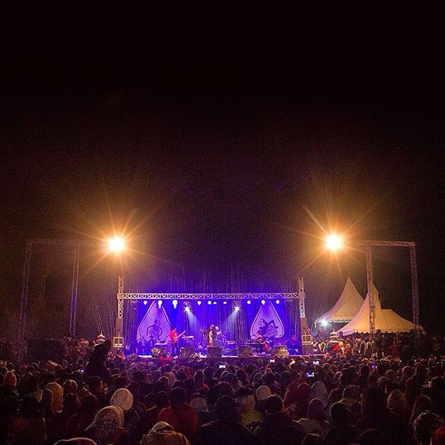foto jazz atas awan dieng festival