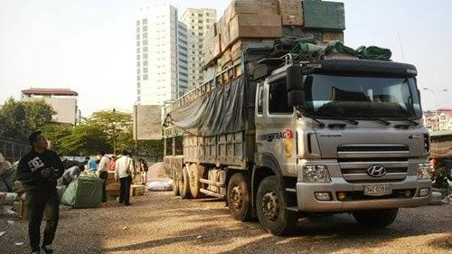 Phát hiện xe tải 20 tấn chở hàng hóa có dấu hiệu giả nhãn hiệu nổi tiếng