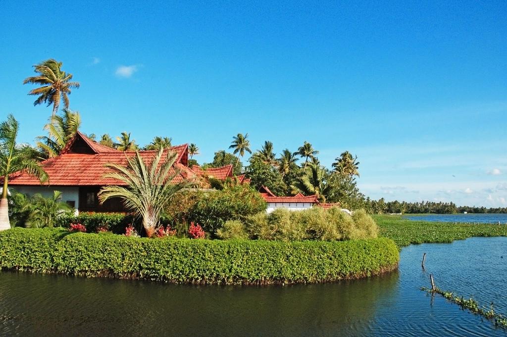 Beautiful Tourist Place In Kumarakom Kerala Aalmaramspot