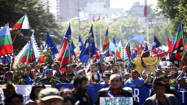 Chilenos marchan en rechazo a detenciones de mapuches