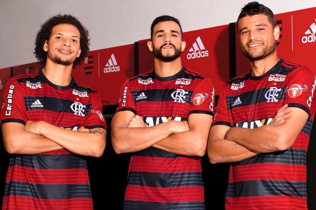 Oficial  Adidas divulga novo uniforme do Flamengo para 2018 2019 ... cdec47adbd7bd