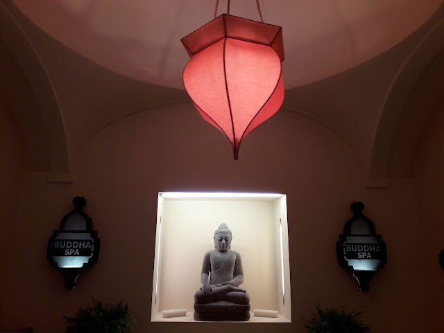 Entrance hall Buddha Spa near Siena