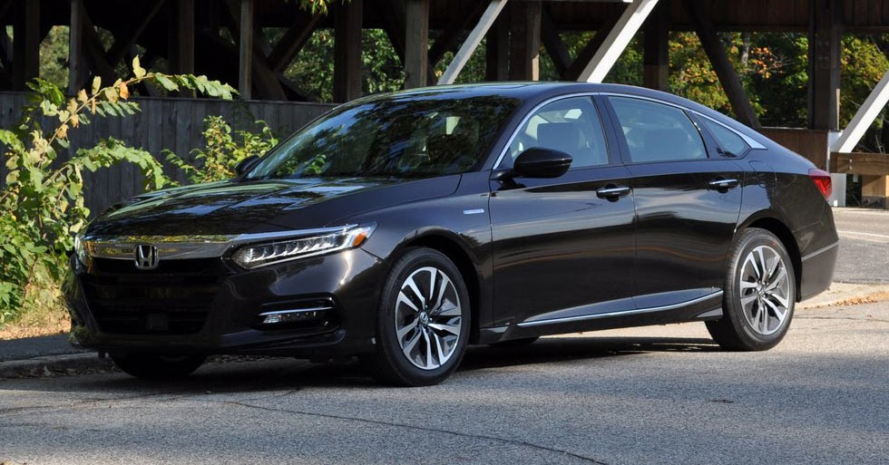 first drive 2018 honda accord hybrid is a no compromise green machine. Black Bedroom Furniture Sets. Home Design Ideas