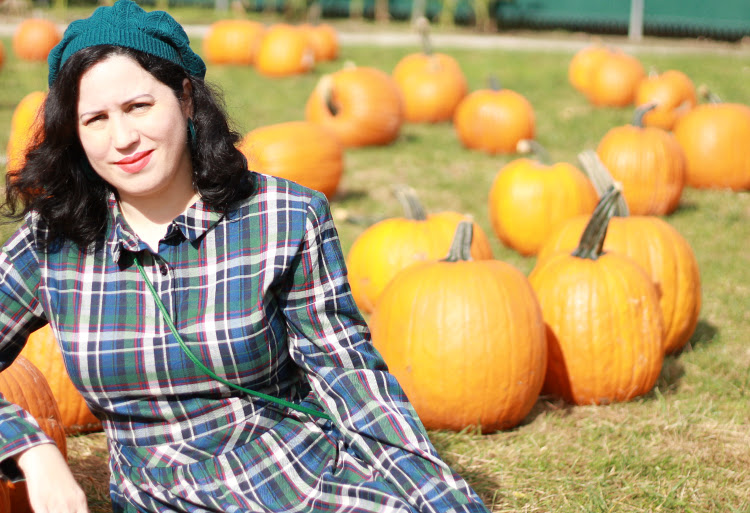 A Vintage Nerd, Modcloth Plaid Dress, Retro Fashion Blog, Retro Fall Outfit
