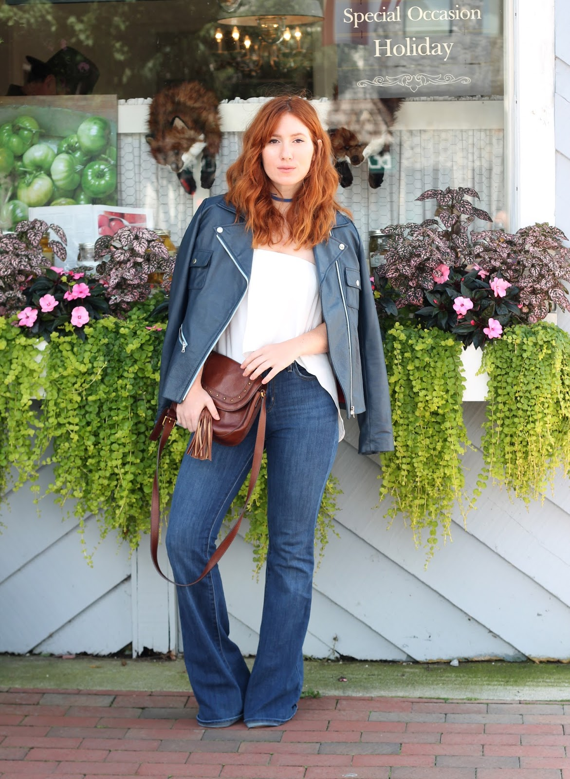 jeans, flares, outfit ideas, summer, spring, style, flare jeans, how to wear flares, high waisted, levis, colored leather jacket