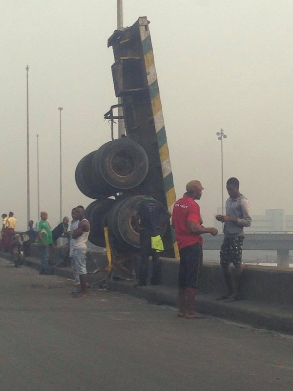 Check Out The Unbelievable Accident On Apapa Bridge This Morning