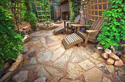 Awesome patio design for narrow courtyard