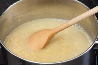 Nalijte vodu i ostavite da se bulgur kuva