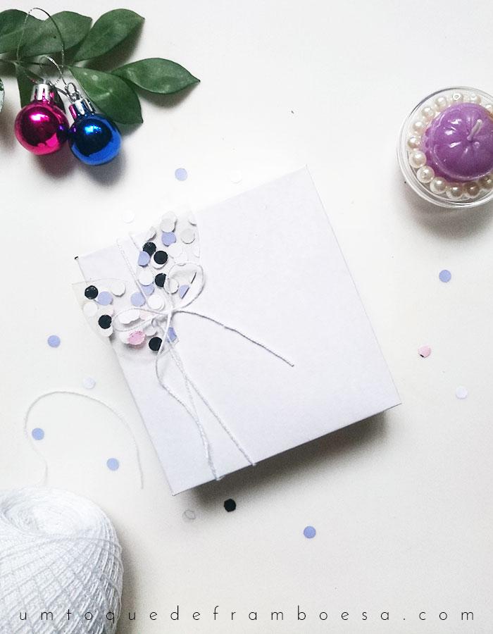 Como enfeitar embalagem de presente com confetes coloridos